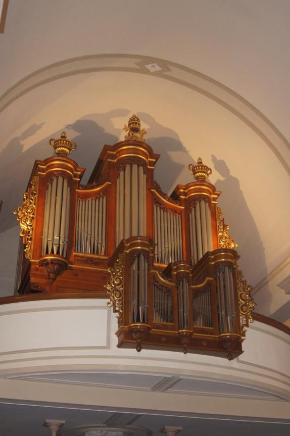 relevage et modifications: Ajout d'un salicional 8' au grand orgue, pose d'un clairon à la pédale, fabriquation et pose d'un soufflet neuf au positif, fabrication et pose d'un tremblant doux au posit